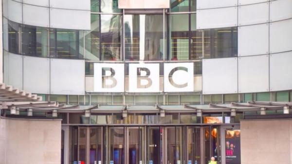 انتقاد گسترده انگلیسی ها به پوشش بی وقفه اخبار فوت شوهر ملکه خبرنگاران